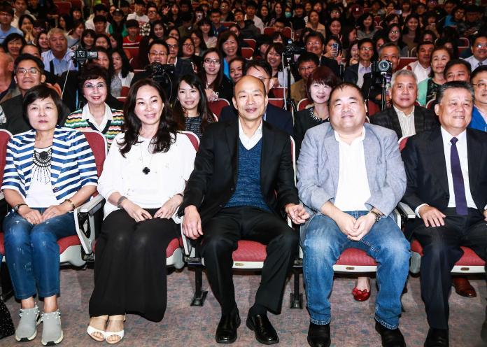 ▲高雄市長韓國瑜受世新大學邀請來學校演講,會後與參與