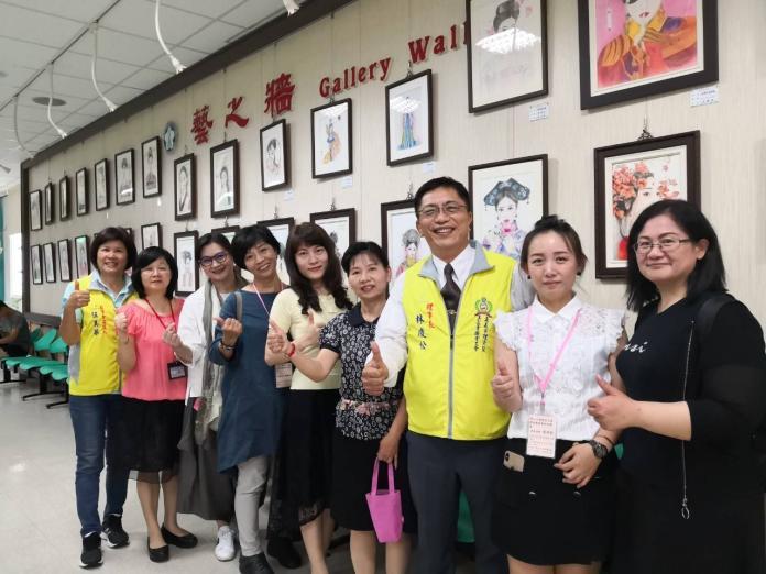 <br> ▲參展的教師們因興趣而投入繪畫教學工作。(圖/記者邱嘉琪攝,2019.05.01)