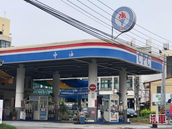 為何台灣<b>自助加油</b>推不動?眾人揭「背後原因」:我何苦啊