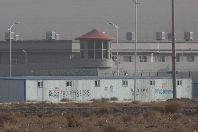 ▲北京當局在新疆地區建立名為「職業培訓中心」的「再教育營」。(圖/美聯社/達志影像)