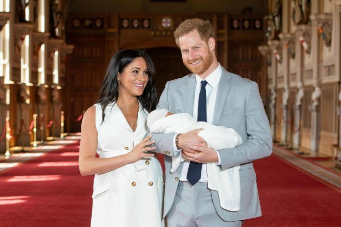 ▲英國哈利王子與妻子梅根對兒子亞齊的受洗禮低調保密,引發英國人民不滿。(圖/美聯社/達志影像)