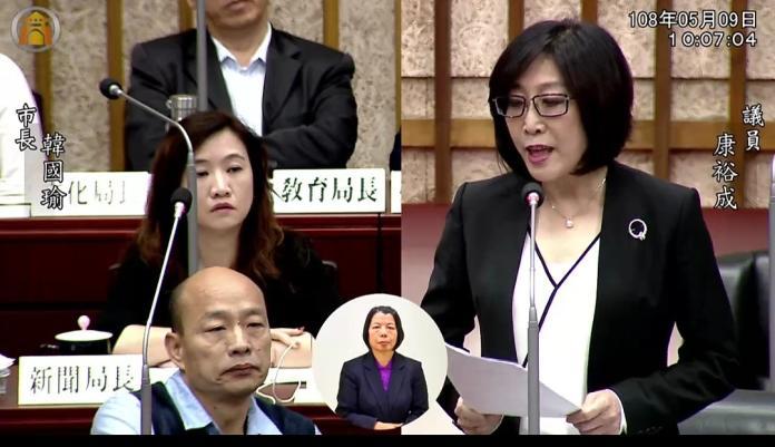 ▲面對康裕成的質詢,韓國瑜遲遲不願意起身回答。(圖/高市議會提供)