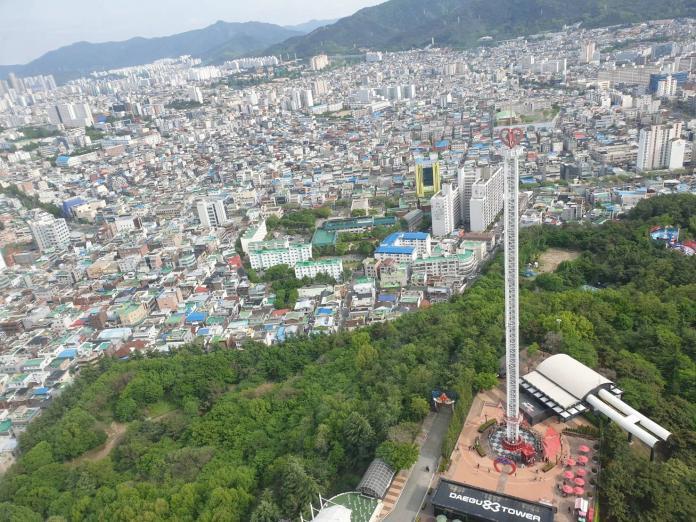 ▲來到南韓大邱83塔可居高臨下,大邱市景一覽無遺。(圖/記者許家禎攝,2019.4.27)