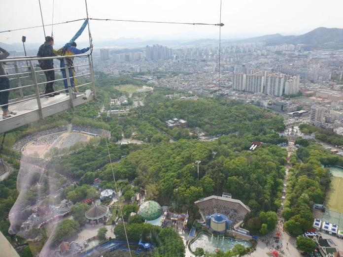 ▲來到南韓大邱83塔,可試試膽量來場高空彈跳。(圖/記者許家禎攝,2019.4.27)