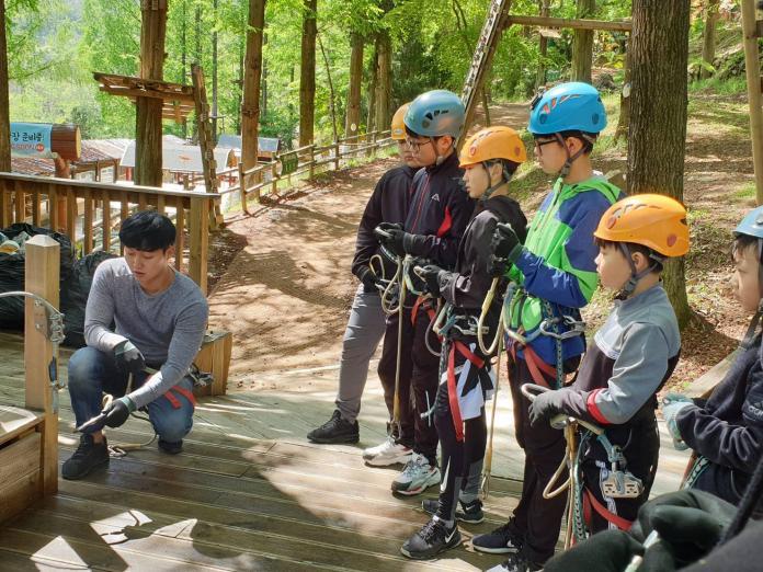 ▲來到南韓大邱森林可以體驗高空繩索。(圖/記者許家禎攝,2019.4.27)