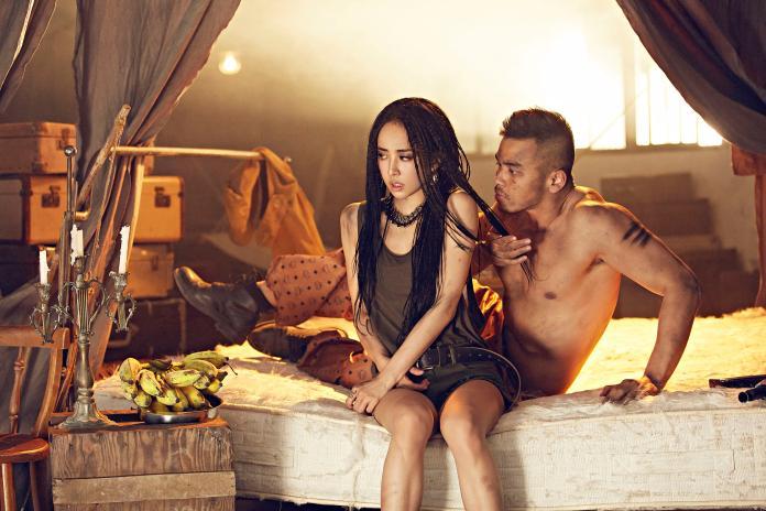 ▲在 MV 中蔡依林飾演原本地位柔弱,最後肉搏猛男的復仇女王蜂。(圖/MCM提供)