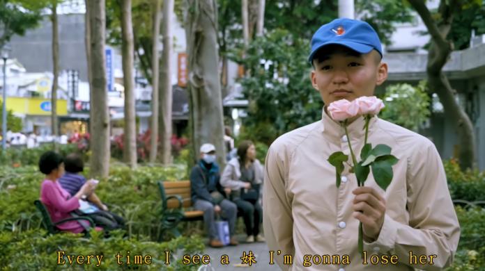 <br> ▲傑森是名警察,作品《 Loser 》描述魯蛇追女生的各種失敗。(圖/翻攝自Popo J 傑森頻道 )
