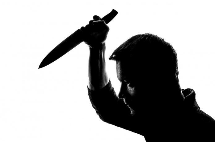 剛交往第一天女友傳訊關心 男忽暴怒持雙刀殺向她
