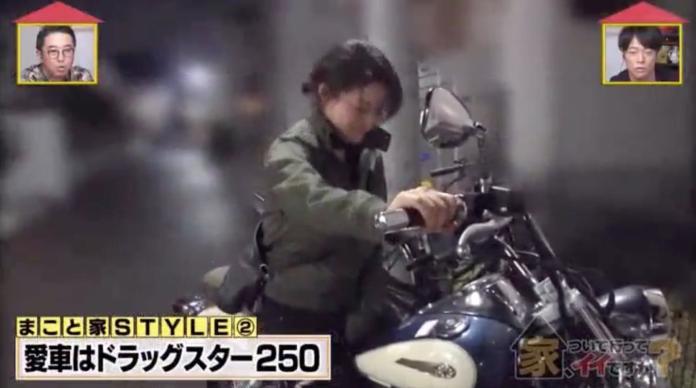 <br> ▲24 歲正妹護理師向節目組炫耀她心愛的重機。(圖/翻攝自 Youtube)