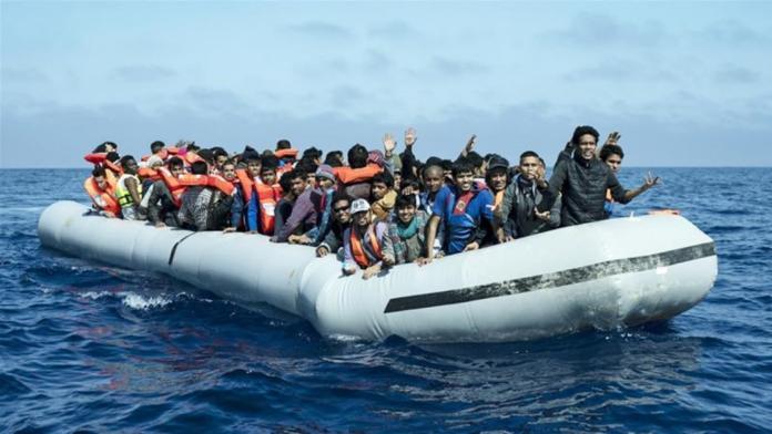 ▲一艘船隻於北非國家突尼西亞附近海域翻覆,造成多人死亡。(圖/翻攝網路)