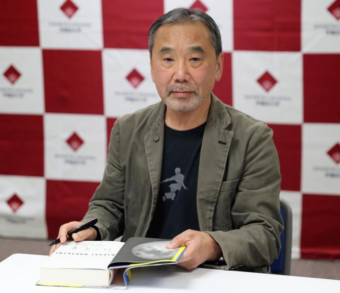 Haruki Murakami presents his manuscripts to Waseda University