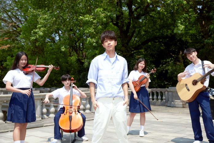 ▲光良推出最新的單曲〈最近的永遠〉。(圖/星娛音樂提供)
