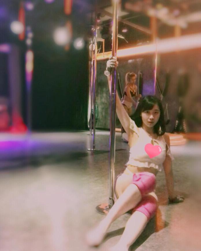 <br> ▲作風性感大膽的香港 YouTuber「Miss Pun」搣時潘,日前曾在 PTT 上引發鄉民熱議,她同時也是一位「鋼管舞」愛好者。(圖/翻攝自 Miss Pun IG)