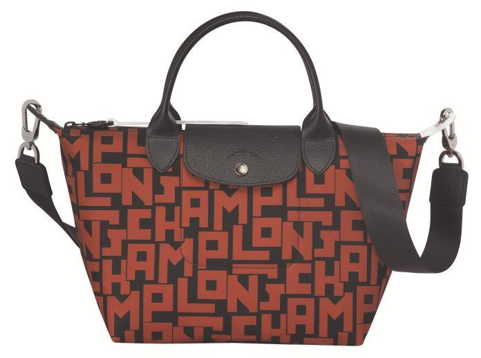 ▲法國國民包LONGCHAMP最經典手袋,推出 LGP 磚紅色款式。(圖/LONGCHAMP提供)