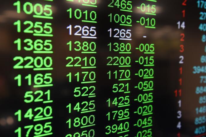 ▲台股5月17日開高走低,盤中由紅翻黑,終場跌90.5點,跌幅0.86%,收在10384點左右,10400點大關失守。(圖/NOWnews資料照片)