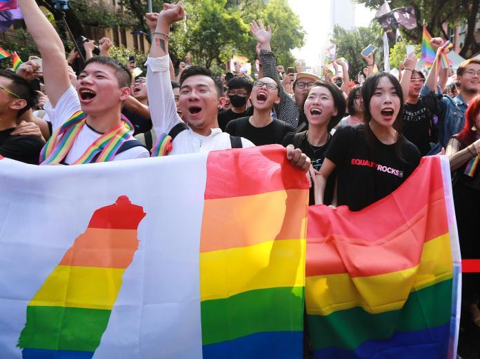 名家論壇》阿術克斯/通過同婚專法,超越藍綠的台灣驕傲