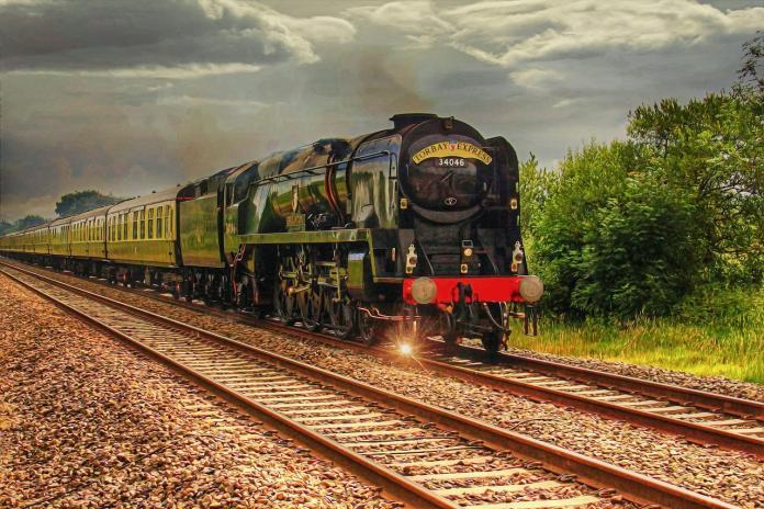 train-2981443_1280