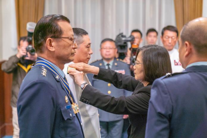 前外長示警 蔡應從「美國可以救台灣」的迷思醒來