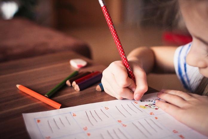 ▲一名人妻不滿丈夫為了省錢不讓孩子讀私校,上網發文抱怨。(示意圖/翻攝自 Pixabay )