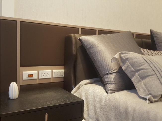 <br> ▲該建案將主臥房所有插座設計成直流電插座,讓住戶夜晚不受電磁波干擾、一夜好眠。(圖/樣品屋實景拍攝)