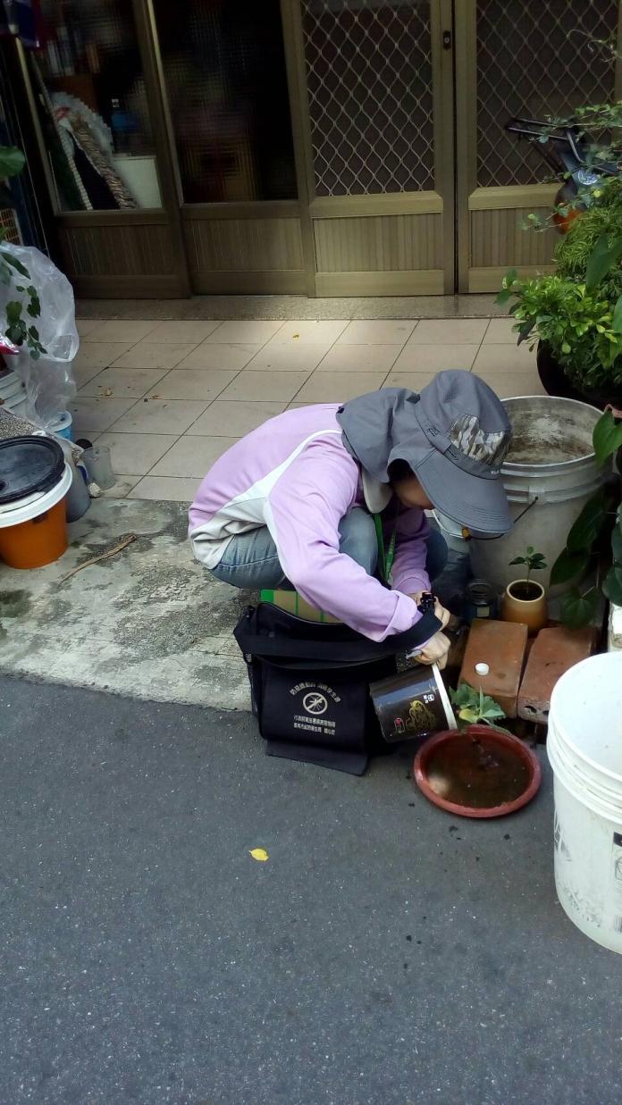 未覆蓋的積水容器積水後易孳生病媒蚊