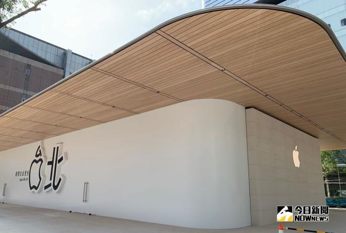 <br> ▲留意到建築物屋簷下方嗎?淺木色的原木片非常典雅。(圖/記者劉士成攝。2019.05.24)