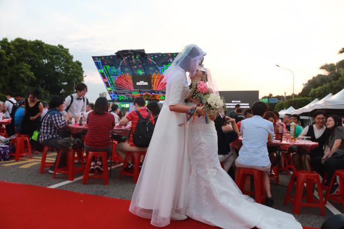 王小棣證婚 同志新人齊聚凱道 席開160桌辦婚宴