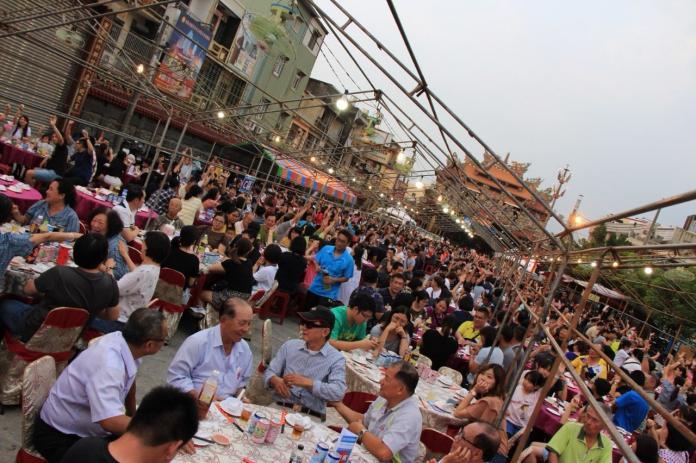 ▲小吃宴一桌10道菜,就是要讓民眾吃得滿意。(圖/屏縣府提供)