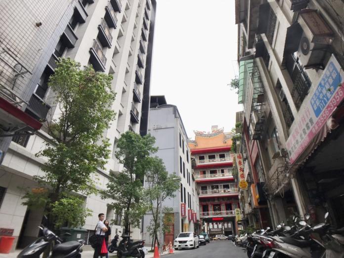 2019.05.27宮廟旁的住宅大多會受廟事活動影響,房價相對較低。(圖/信義房屋提供)