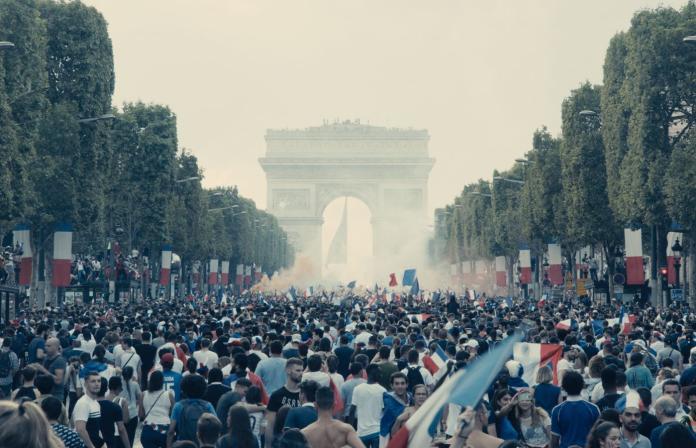 影/「鎮暴巴黎」畫面慘不忍睹 駭人程度前所未見