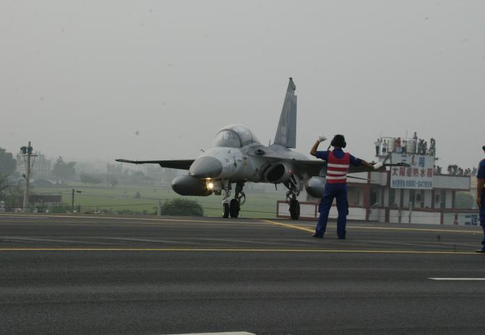 <br> ▲睽違已久的戰機起降漢光35號演習在27至31日執行,28日規劃戰機在國道1號彰化戰備道起降。(圖/記者陳雅芳翻攝,2019.05.26)