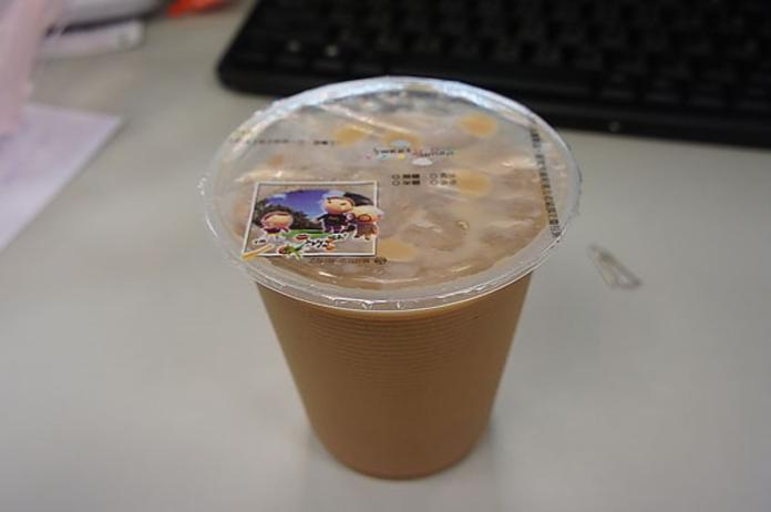 ▲喝「早餐店大冰奶」必拉?醫師揭驚人真相:「恐罹患這疾病。」(圖/翻攝自臉書)