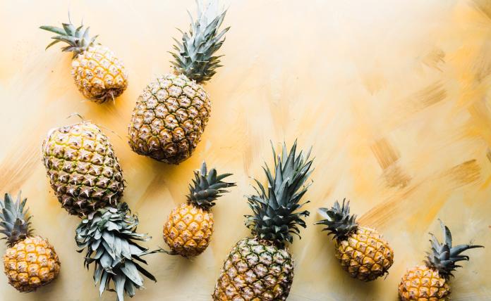 ▲鳳梨富含營養素,包括蛋白質分解酶、纖維質及維生素 C 。(示意圖/取自 Unsplash )