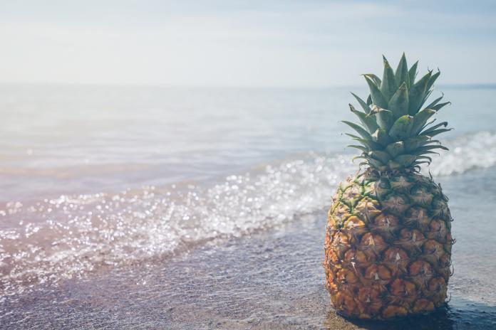 ▲鳳梨的水溶性纖維、果膠,可增加腸內益菌活動及排便順暢。(示意圖/取自 Unsplash )