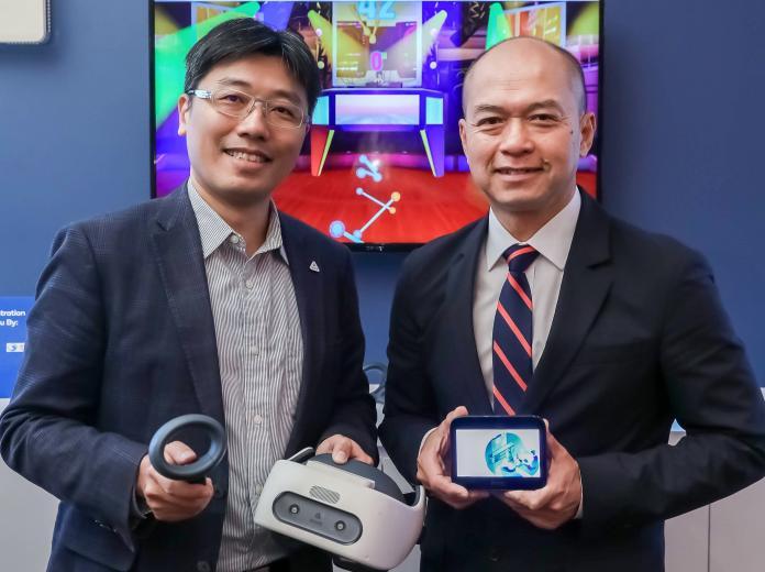 ▲高通副總裁暨台灣與東南亞區總裁劉思泰(右)與HTC全球產品與策略副總經理鮑永哲(左)於COMPUTEX 2019展出實際5G網路垂直應用。(圖/高通提供)