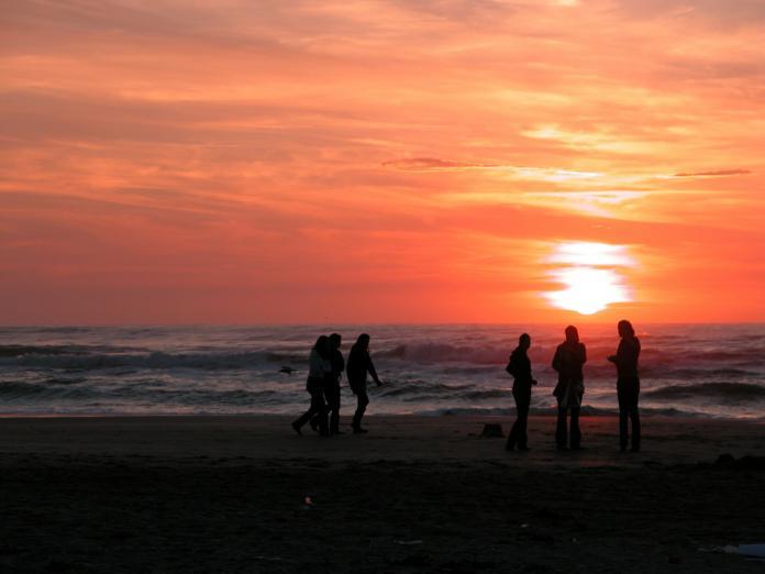 ▲許多人會在每年元旦早晨來到荷蘭贊德沃特海灘泡泡水。(示意圖/取自 Pixabay )