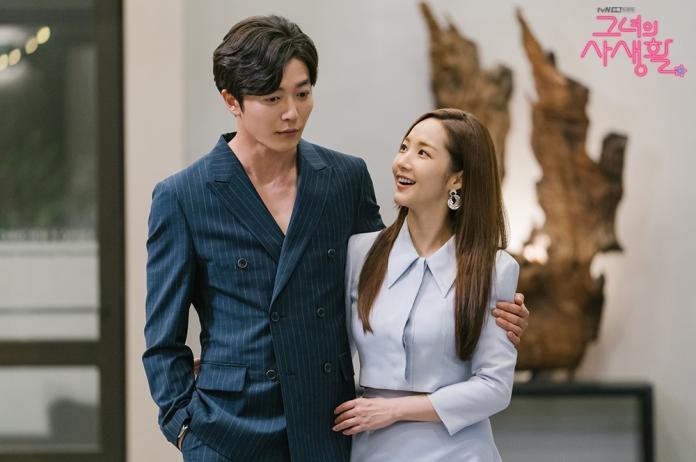 ▲《她的私生活》不只劇本、演員顏值深受大家喜愛,造型功力更是成功引發上班族追捧。(圖/tvN 드라마(Drama)臉書)