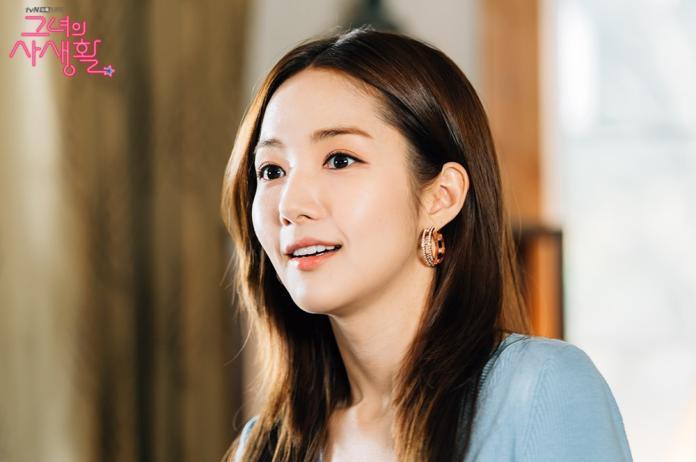 ▲多圈造型或點綴水鑽的設計,讓圈型耳環更具存在感。(圖/tvN 드라마(Drama)臉書)