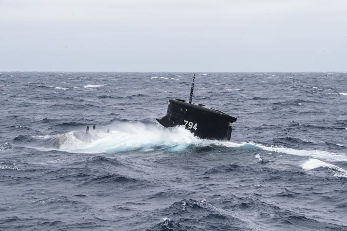 ▲漢光35號演習29日進行「聯合濱海決勝作戰操演」一系列的操練,其中「海虎軍艦」演練緊急上浮課目,驗證部隊戰力與作戰計畫。(圖/軍聞社提供)