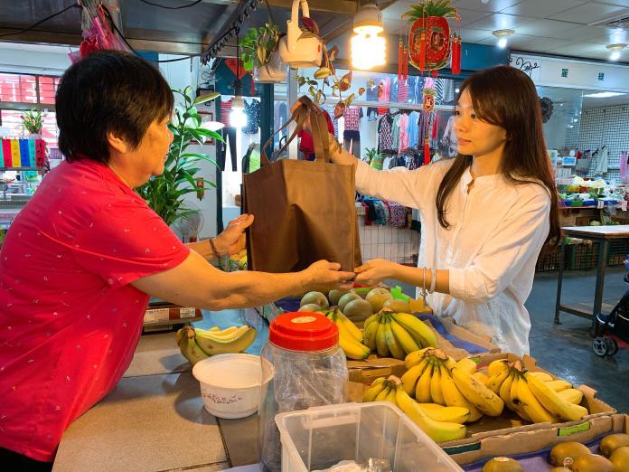 ▲新北市蘆洲永平市場成為新北第一個「不塑市場」。(圖/新北市環保局提供)