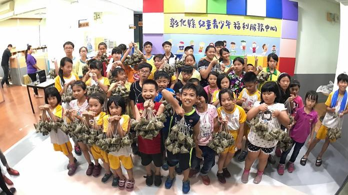 <br> ▲彰化YMCA募集到上萬顆愛心粽子,愛心粽子將分送給三百多個弱勢家庭,讓他們感受到社會的溫情、歡喜感受慶端陽的氣氛。(圖/記者陳雅芳攝,2019.05.29)