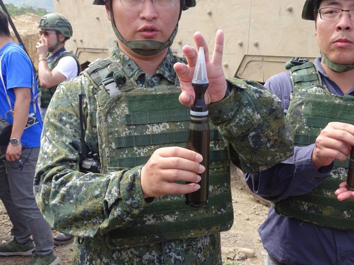 ▲30鏈砲雲豹8輪甲車,可發射穿甲彈。(圖/記者呂炯昌攝, 2019.5.30)