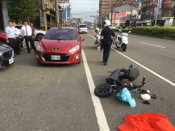 轎車駕駛莽撞開車門 撞上電動車騎士奪一命