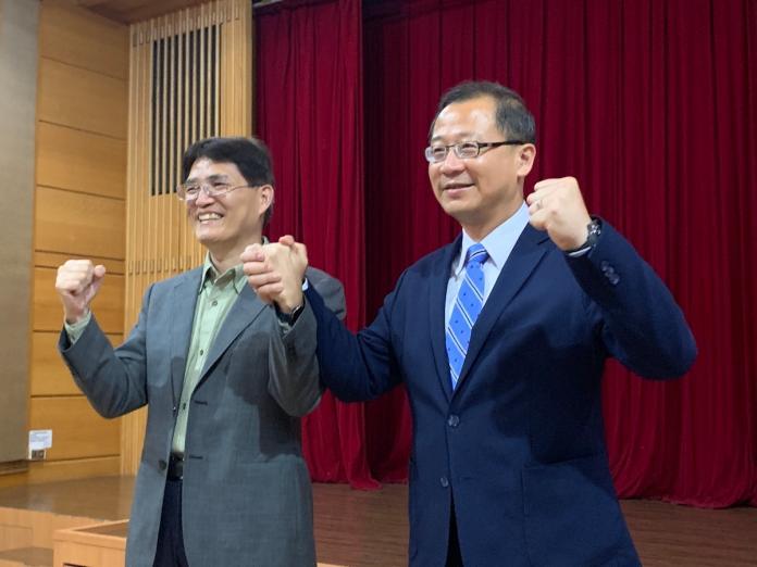 中職會長吳志揚(右)宣布中華隊總教練人選(圖/劉祐廷攝)