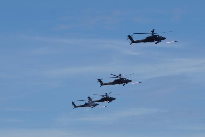 ▲「漢光35號演習」 聯合灘岸殲敵作戰實彈射擊,AH-64E阿帕契攻擊直升機發射地獄火飛彈。(圖/記者呂炯昌攝, 2019.5.30)