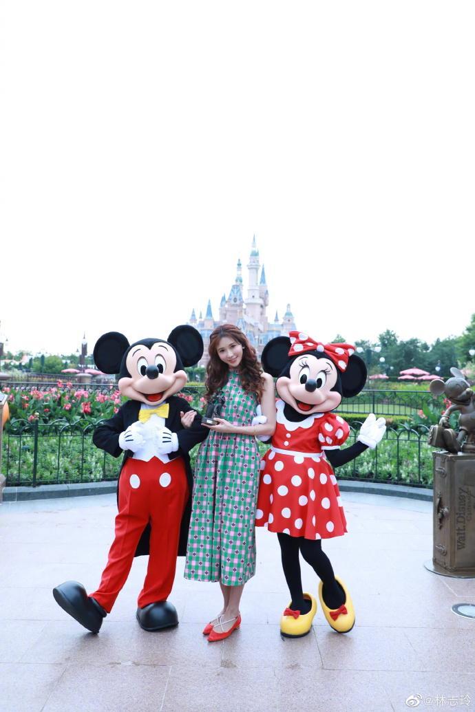 ▲林志玲出席上海迪士尼公益活動。(圖/微博)