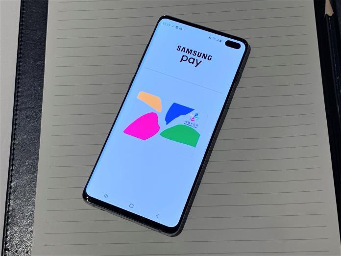 <br> ▲今年四月悠遊卡公司宣布和Samsung Pay簽署合作協議,未來三星手機使用者可以透過手機下載悠遊卡進出北捷。(圖/記者劉士成攝)