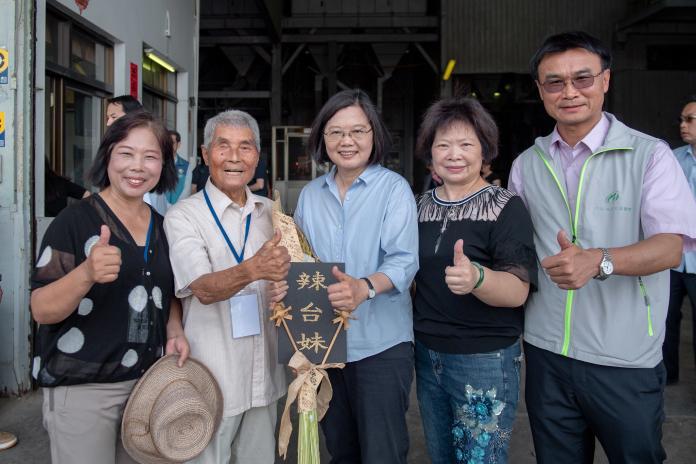 總統蔡英文31日親赴前行政院長賴清德的地盤台南市,拔樁意味濃厚。(圖/總統府提供)