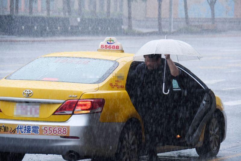 ▲今年第10號颱風「海神」預估在未來24小時內生成,依照預估路徑顯示,往日本前進機率大。(NOWnews資料照)