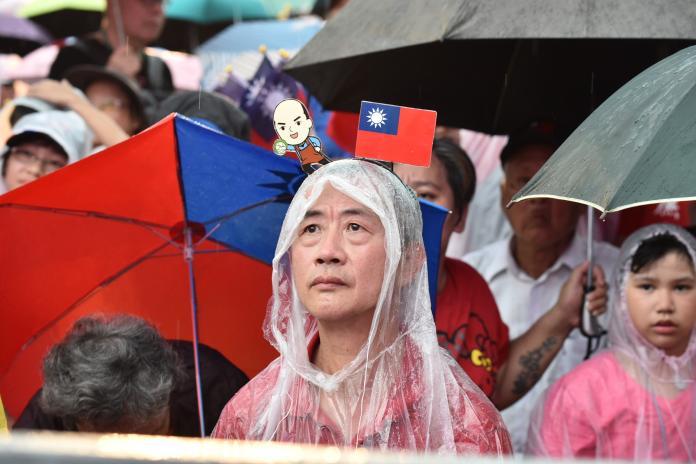 韓國瑜凱道前造勢,現場下起大雨仍澆不熄韓粉熱情。 (圖/NOWnews攝影中心)